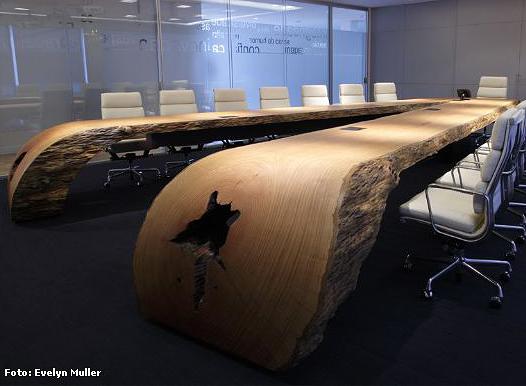 통나무 회의 테이블